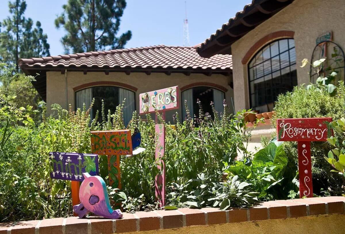 Orangewood Garden | About La Casa